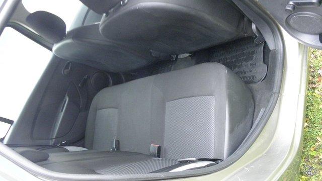 Dacia Logan Van 6