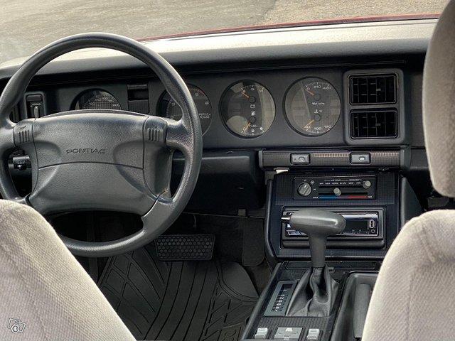 Pontiac Firebird 12