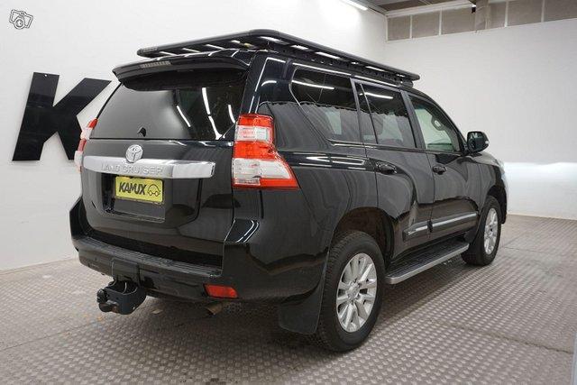 Toyota Land Cruiser 2