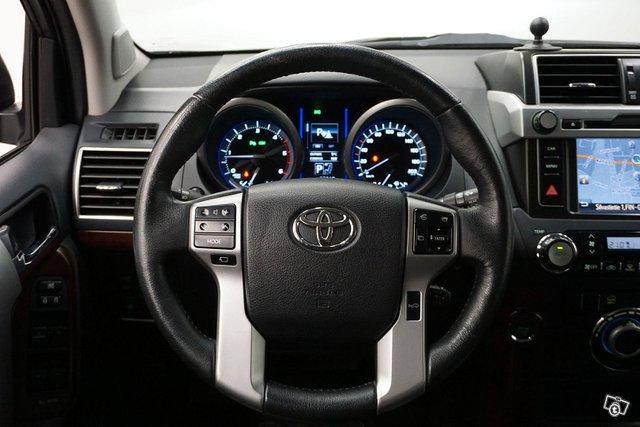 Toyota Land Cruiser 25