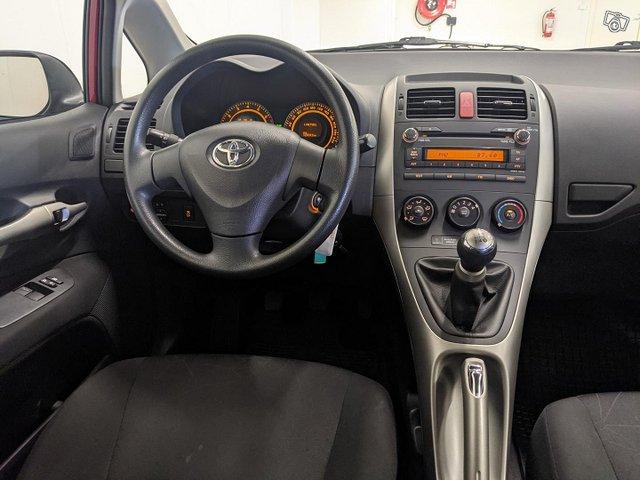 Toyota Auris 11