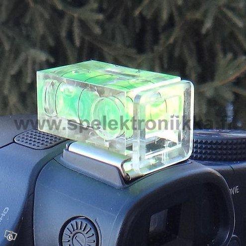 Vesivaaka vatupassi kameraan salamakenkään