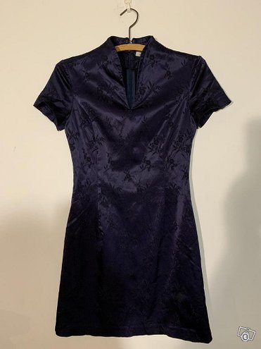 Kimonotunika ja paita satiinia