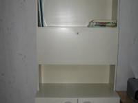Valkoinen kirjahylly