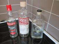 3kpl erilaista pulloa