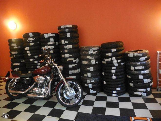 Metzeler / Dunlop / Pirelli