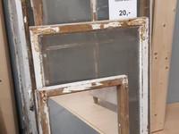 Vanhoja ikkunoita