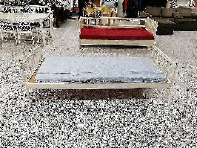 80 cm sängynrunko ja patjat