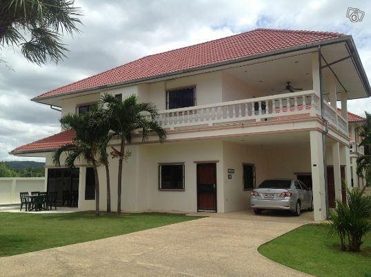 Huahin 150m2 villa, 3 mh, 6-7 hlöä, oma 12m allas