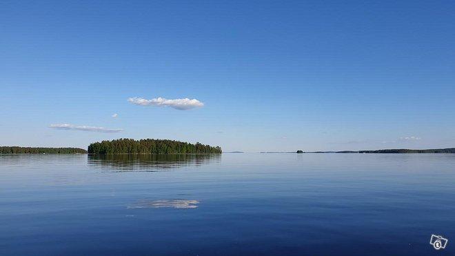 Kesämökki järven rannalta