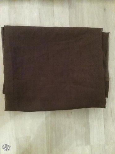 Tumman ruskea väliverho. 250x140