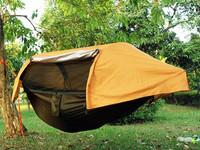 Riippumatto-teltta hyttysverkolla ja sadesuojalla