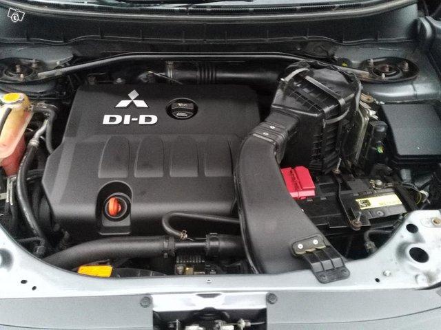 Mitsubishi Outlander 2.0DID 9
