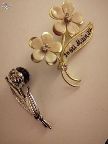Kukka rintakoru + pinssi,, pituus n. 5 cm, hyvät