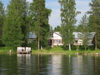 Iso maatilakokonaisuus järvenrantatontilla