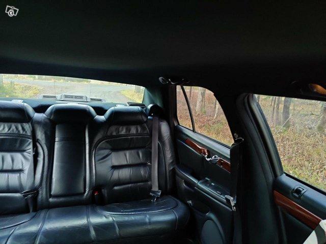 Cadillac De Ville Superior Coach -00 3