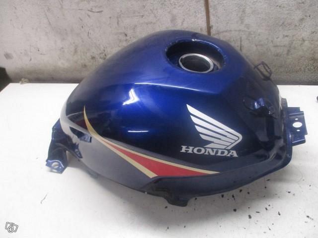 Honda CBR 250R 2012 tankki ym osaa