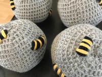 Reilunkokoiset ampiaispesät