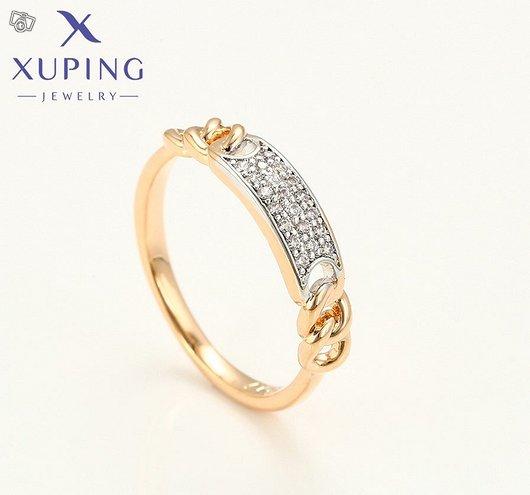 Elegantti kultainen sormus ripauksella zirkoniaa