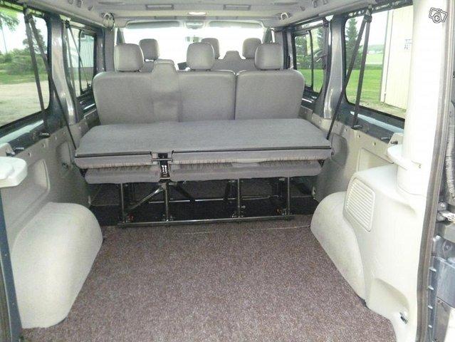 Nissan Primastar tila-auto 7