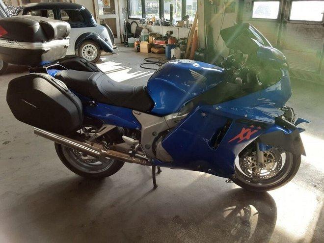 Honda CBR 1100 Blackbird 2002 osia