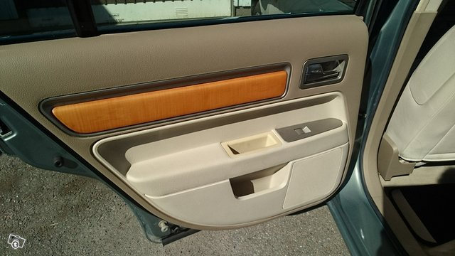 Lincoln MKZ 3