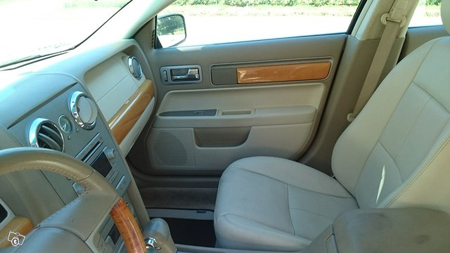Lincoln MKZ 1