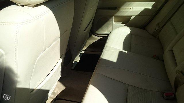 Lincoln MKZ 4
