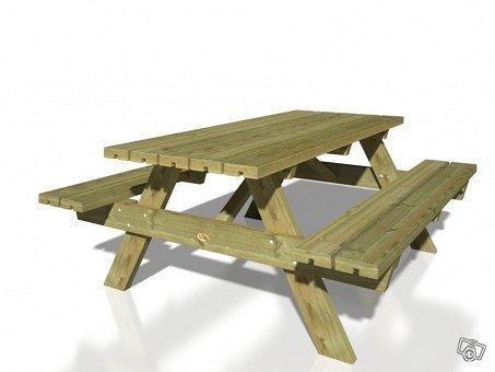 Puutarhapöytä ja penkit
