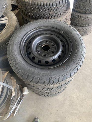 Toyota hiace vanteet renkailla