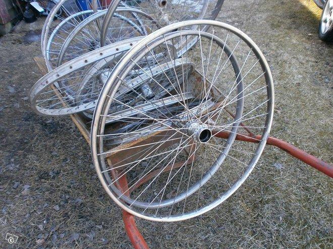 Polku pyörän vanteita