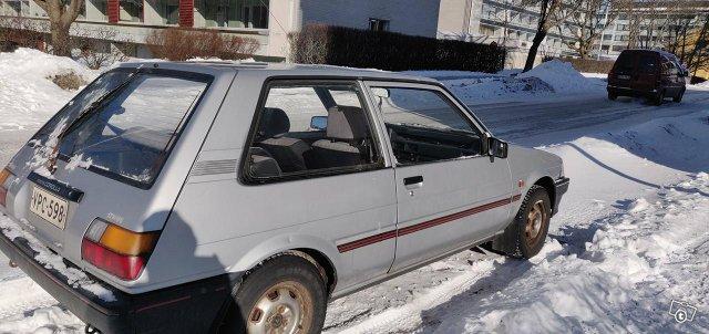 Toyota Corolla 1,3FX -85 3